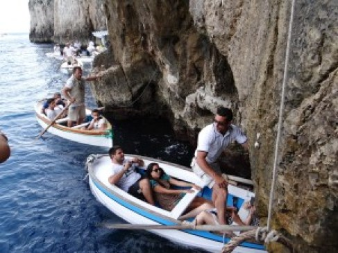 Blue Grotto waiting boats