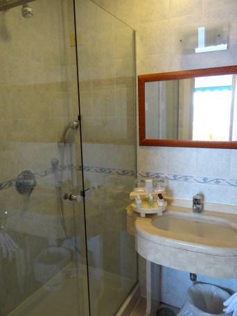 Bathroom shower Hotel Weber Ambassador