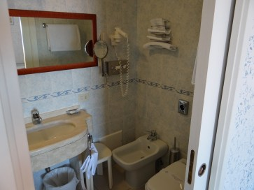Hotel Weber Ambassador bathroom