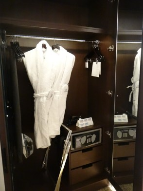 Wardrobe Sheraton Park Lane Hotel London