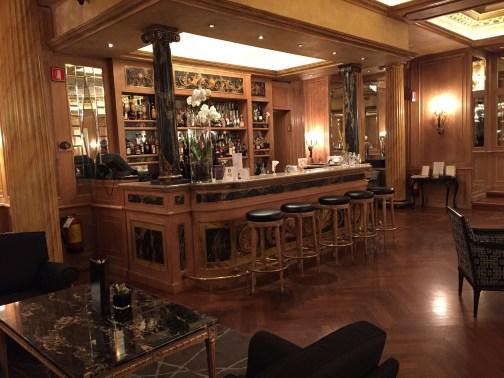 Westin Milan lobby bar