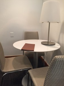 United Club PHL Lounge seating tables