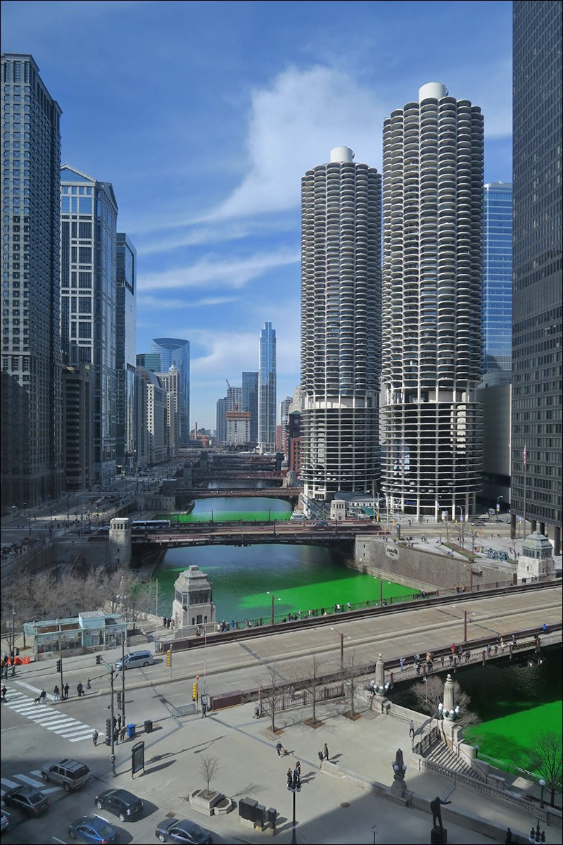 Chicago River Looking West