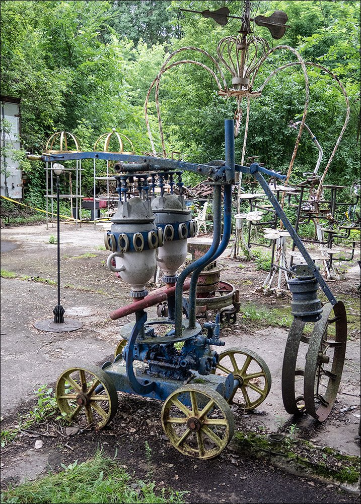 Dr. Evermor's Sculpture Garden - Miscellania