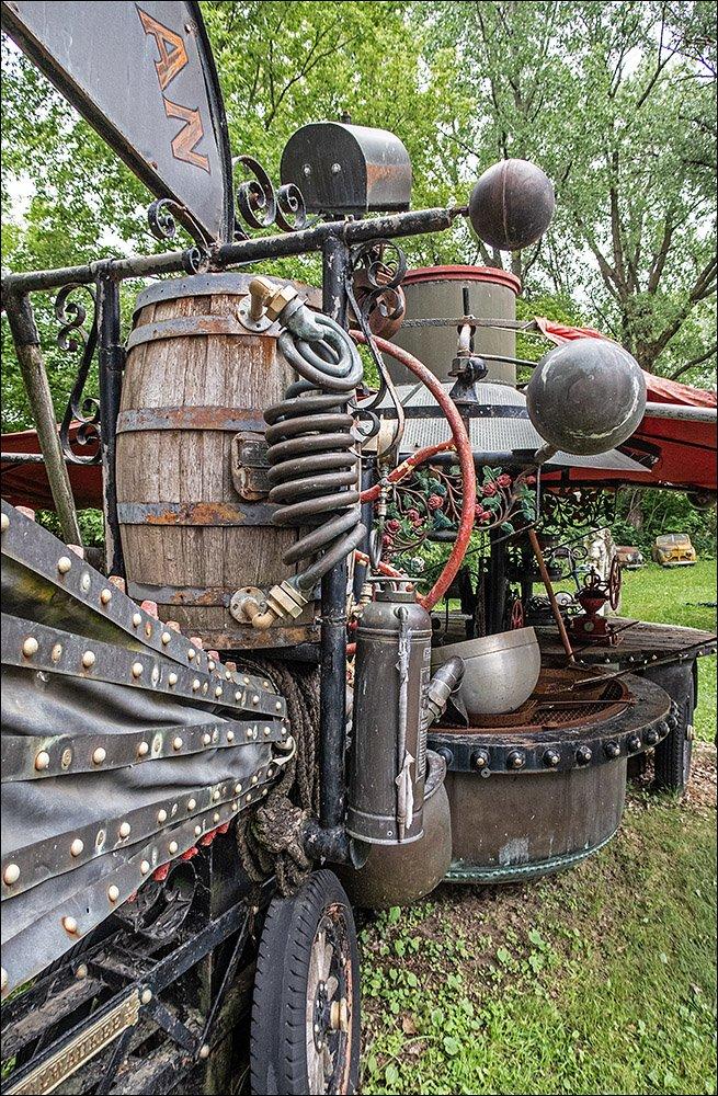 Dr. Evermor's Sculpture Park - Vehicles