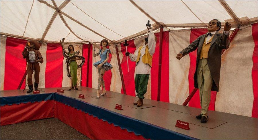 Circus World - Sideshow