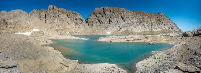 Lac du Marbore et la brêche de Tuquerouye