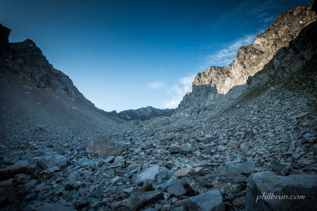 La montée au col Labas se fait hors sentier dans un long pierrier
