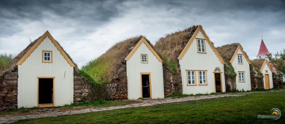 Les petites maisons sont alignées et reliées entre elles à l'arrière