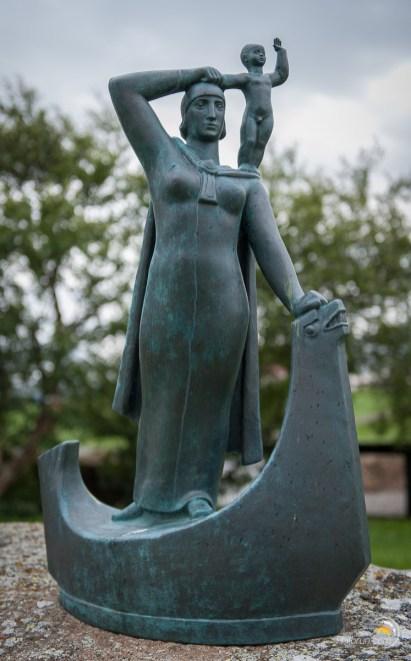 Statue la mère et l'enfant