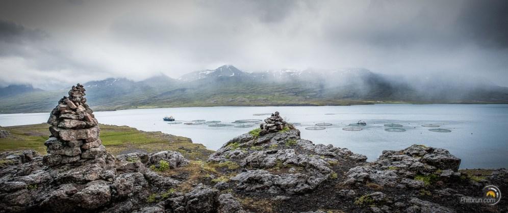 Une des fermes d'élevage du saumon Islandais à Berufjordur
