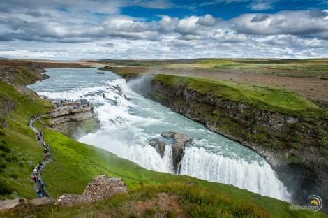 À l'arrivée sur les chutes de Gullfoss on ne peut être qu'impressionné par la dimension du lieu !