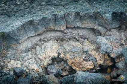 Les roches en se figeants prennent des couleurs variées