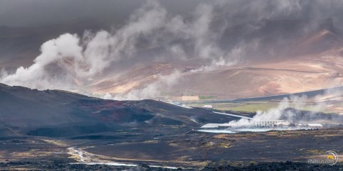 Bains chauds de Myvatn, vu depuis le sommet du volcan Hevfjall.