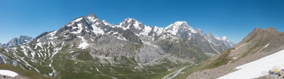 Panorama depuis le col de la Seigne à gauche jusqu'au val Veni à droite.