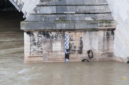 Le niveau du pont du Carrousel