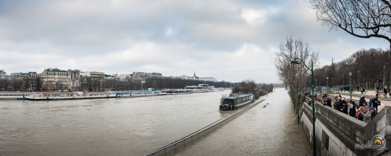 Les berges du pont de l'Alma sont sous l'eau
