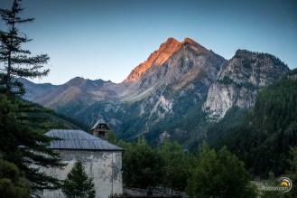Ce coucher de soleil nous offrira de très jolis couleurs sur les sommets à l'entour.