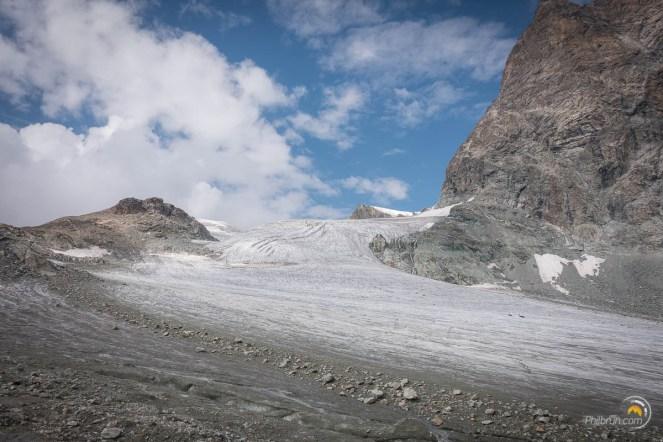 Un glacier continu au-dessus du col Collon