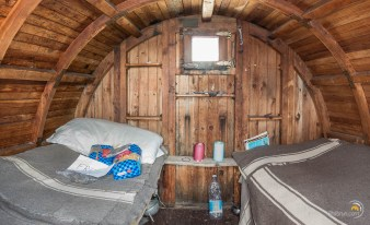 L'intérieur de la cabane de bivouac Manenti