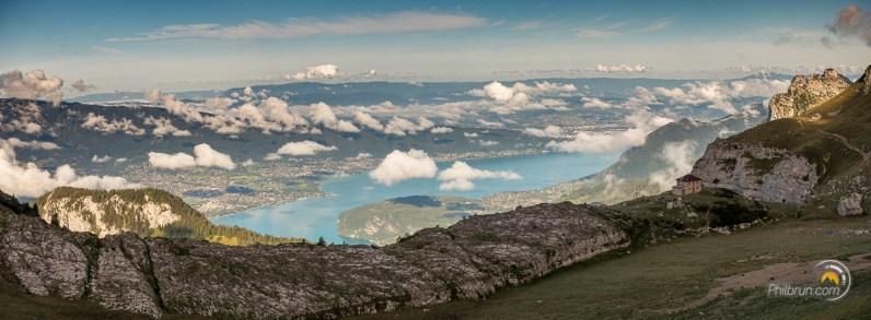 Le refuge de la Tournette et le lac d'Annecy