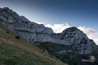 Face Ouest de la Tournette avec ses barres rocheuses
