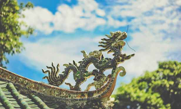 black dragon roof ornament