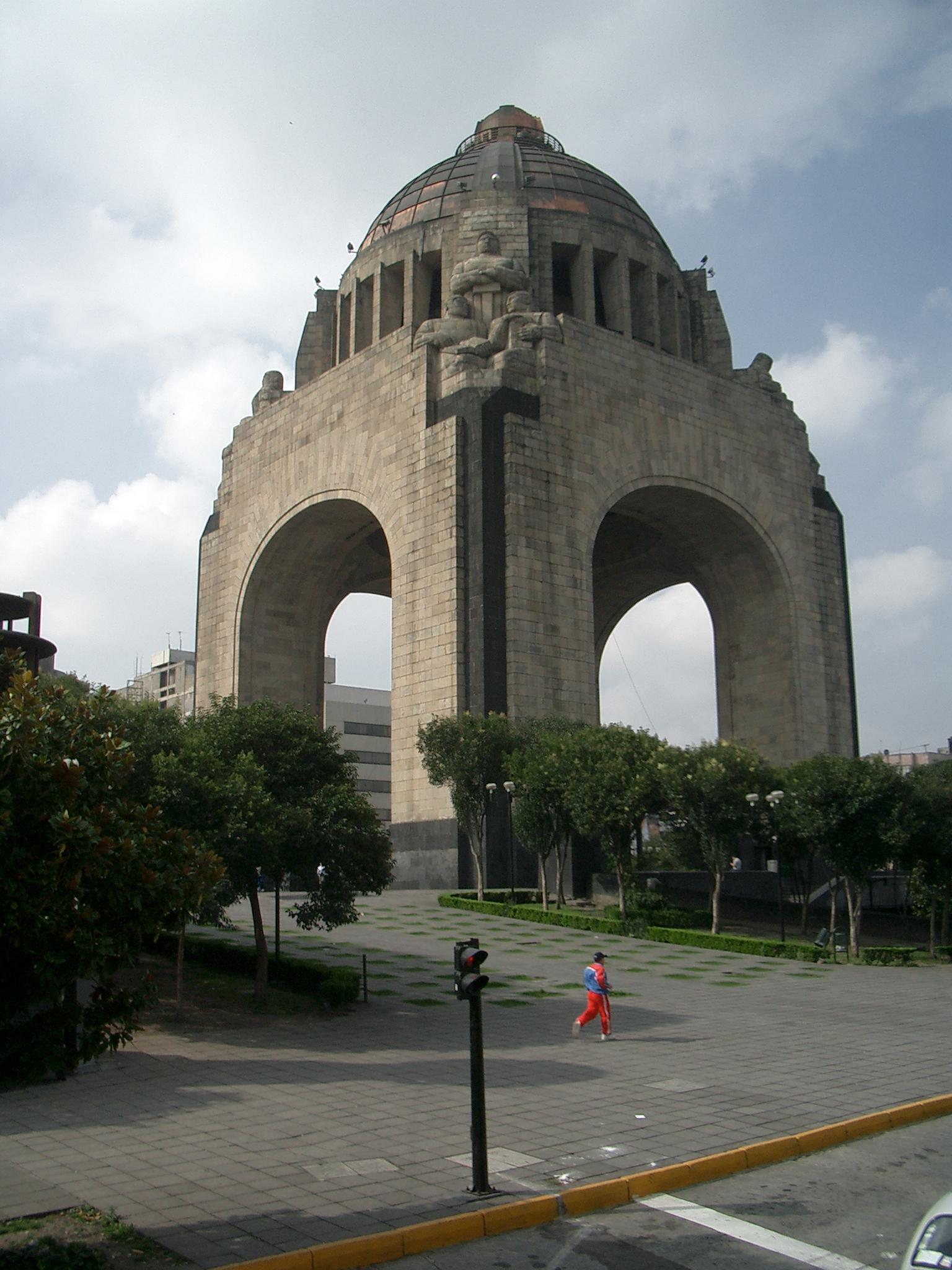 monumenttorevolution