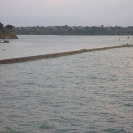 high tide at the breakwater (mole) 8 April 2016 at 20:25