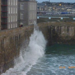 wave spay at the top of the wall