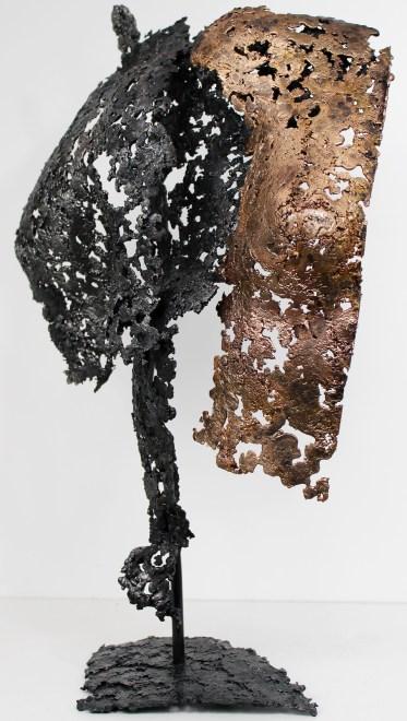 Sculpture de Philippe Buil en metal : dentelle d'acier et bronze Connect Dos a dos Hauteur 59 cm 8 Kg Piece unique