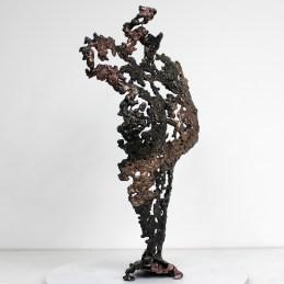 Sculpture représentant le corps d'une femme en métal : dentelle de bronze et d'acier Pavarti Hotesse Pièce unique