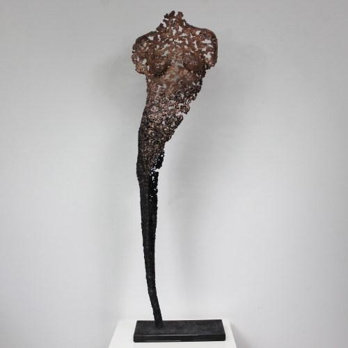 Sculpture réalisée sur commande. Corps de femme en dentelle Bronze et Acier. Pièce unique