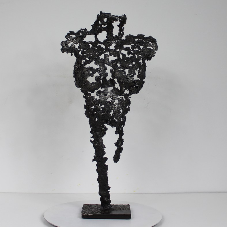 Sculpture représentant le corps d'une femme en métal : dentelle acier Pavarti Frigg - Pièce unique - Haut 43 cm