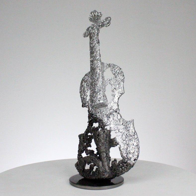 Sculpture représentant un violon dentelle d'acier et de chrome sculpture Philippe BUIL hauteur 36 cm instrument de musique Sculpture representing a lace violin of steel and chromium sculpture Philippe BUIL height 36 cm music instrument