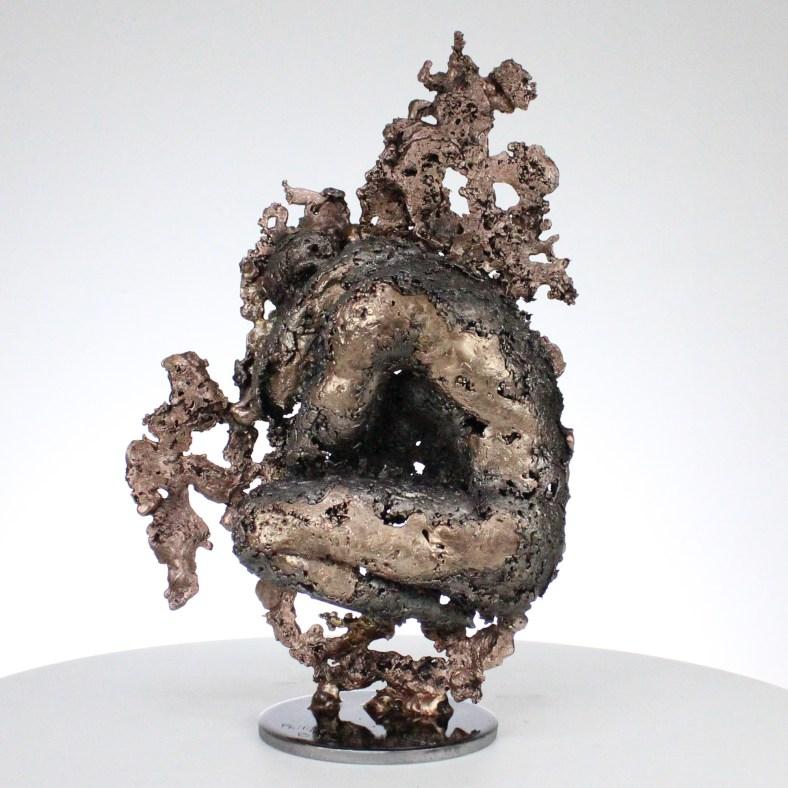 la montagne yogi I Sculpture corps homme dentelle métal et bronze the mountain yogi I body man lace metal steel philippe BUIL