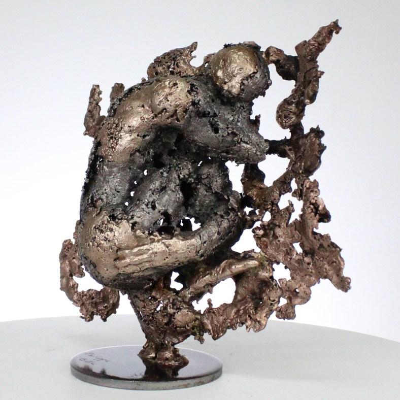 la montagne yogi II Sculpture corps homme dentelle métal et bronze the mountain yogi II body man lace metal steel philippe BUIL