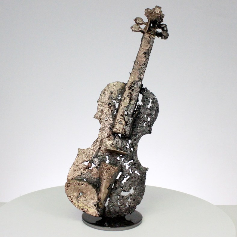 solo de violon V sculpture dentelle acier et bronze violin solo sculpture lace steel and bronze
