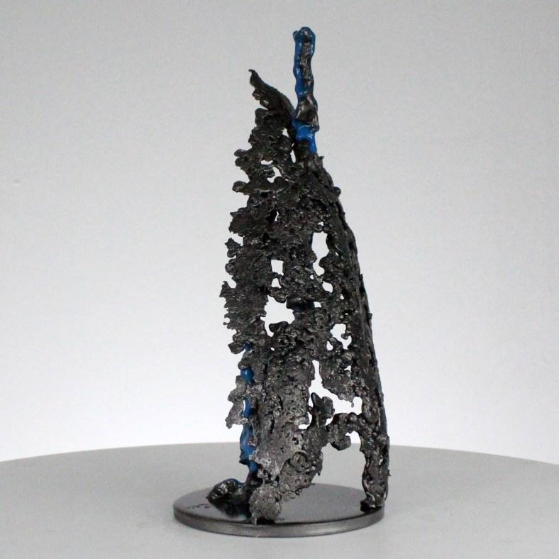 Trait de lumière Abstraction - Sculpture Philippe Buil - Dentelle métal acier pigment fluo bleu - Light stroke Abstraction - Sculpture Philippe Buil - Metal lace steel pigment blue