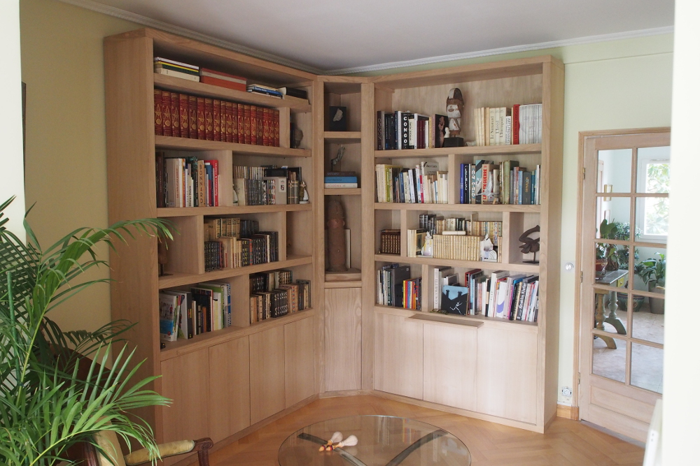Bibliothque dangle contemporaine avec clairage