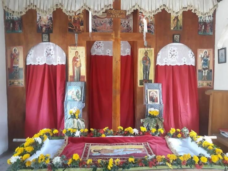 Empty cross and Epitaphios