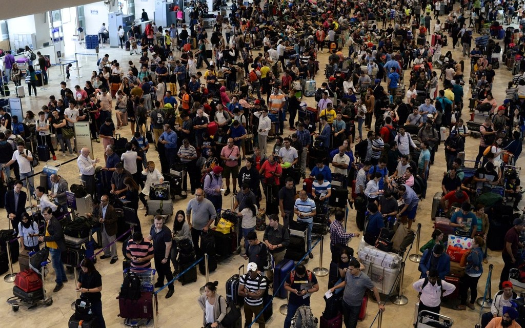 Thousands stranded in Manila airport
