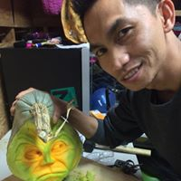 Filipino master carver transforms pumpkins into art