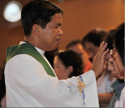 Controversy follows 'healing priest' Fr. Fernando Suarez' death