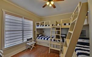 Built in bunks for all your company.