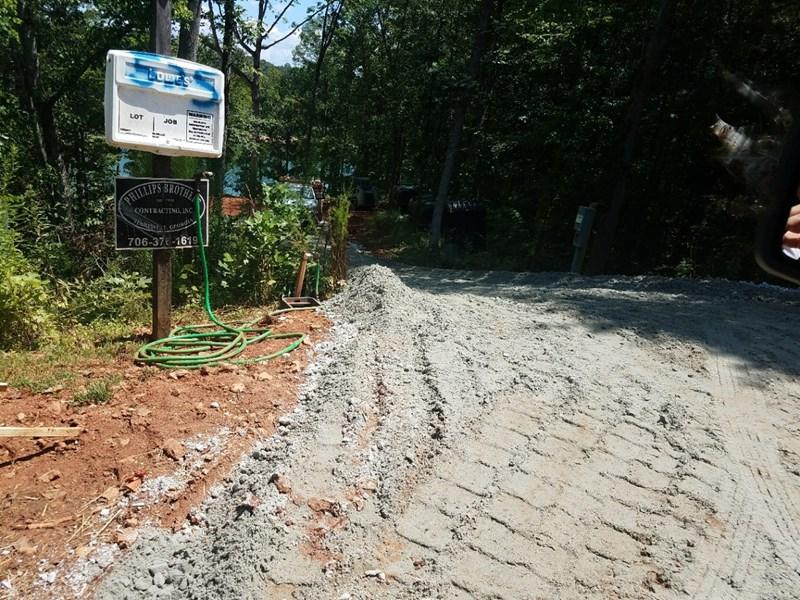 Gravel drive w sign