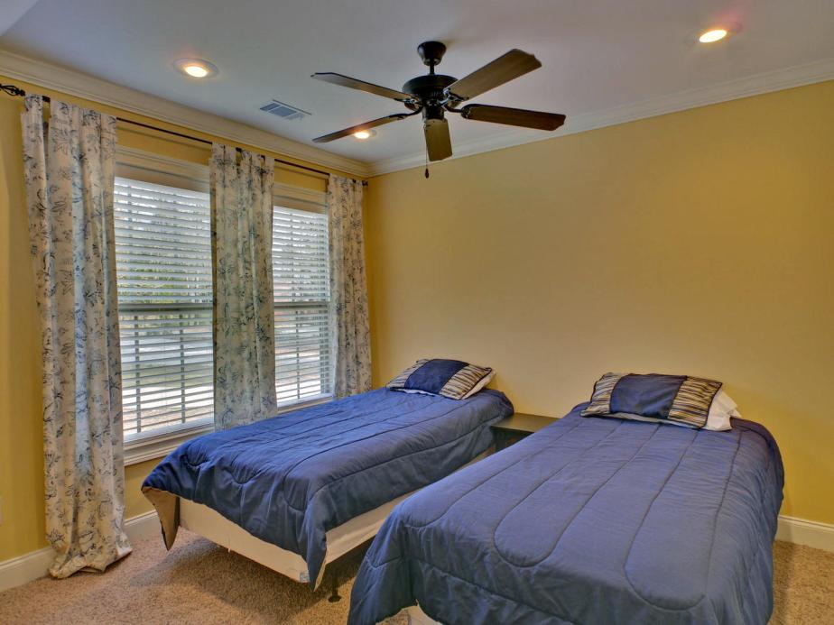 Portfolio 5-large-015-15-Bedroom-1333x1000-72dpi