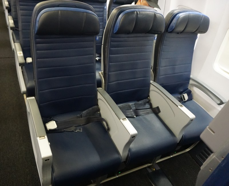 United Airlines 737-800 Economy Plus