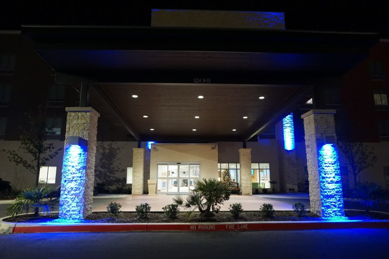 Holiday Inn Express and Suites - Windcrest
