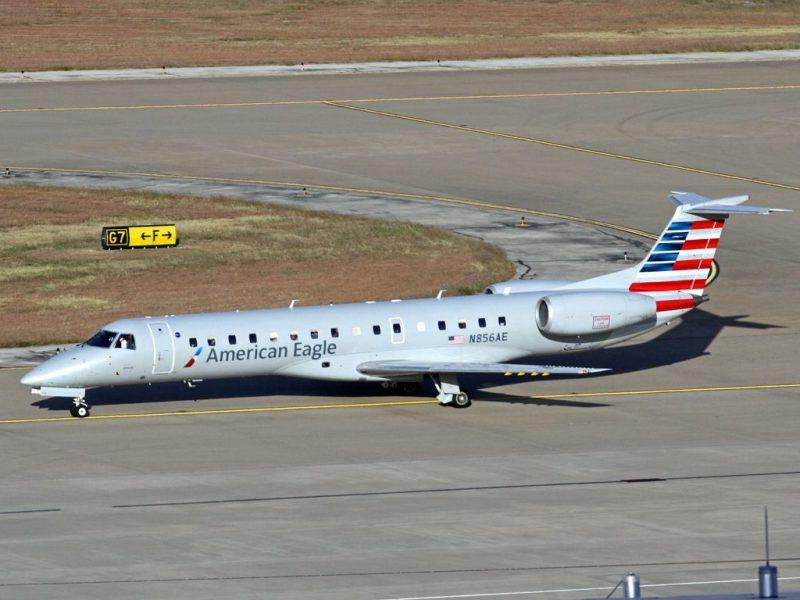 American Airlines ERJ-140